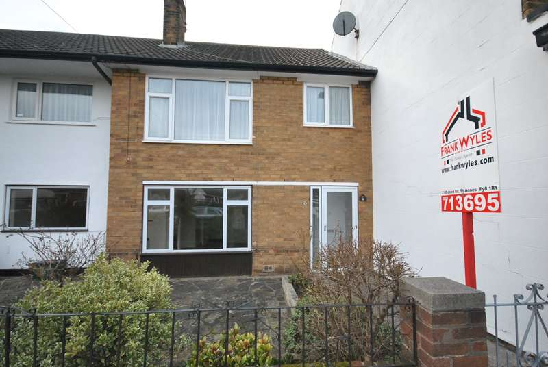 2 Bedrooms Apartment Flat for sale in Greenways, Lytham St Annes, FY8