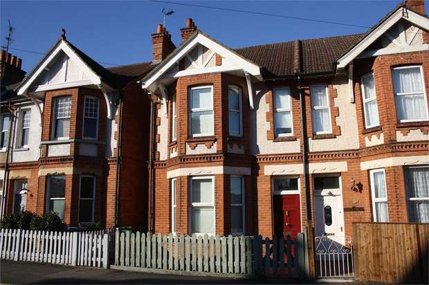 4 Bedrooms Semi Detached House for sale in St Michaels Road, ALDERSHOT, Hampshire