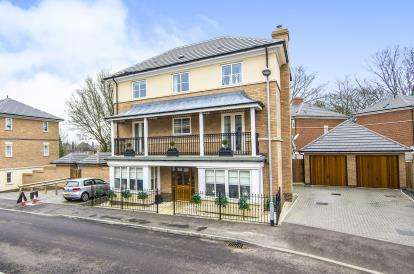 6 Bedrooms Detached House for sale in Epping, Essex