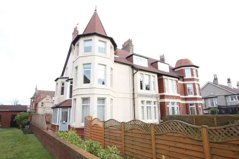3 Bedrooms Flat for sale in Curzon Road, Hoylake, Wirral