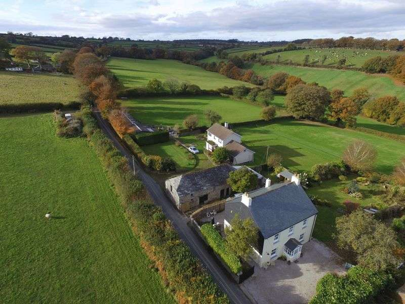 4 Bedrooms Detached House for sale in Illand, Launceston