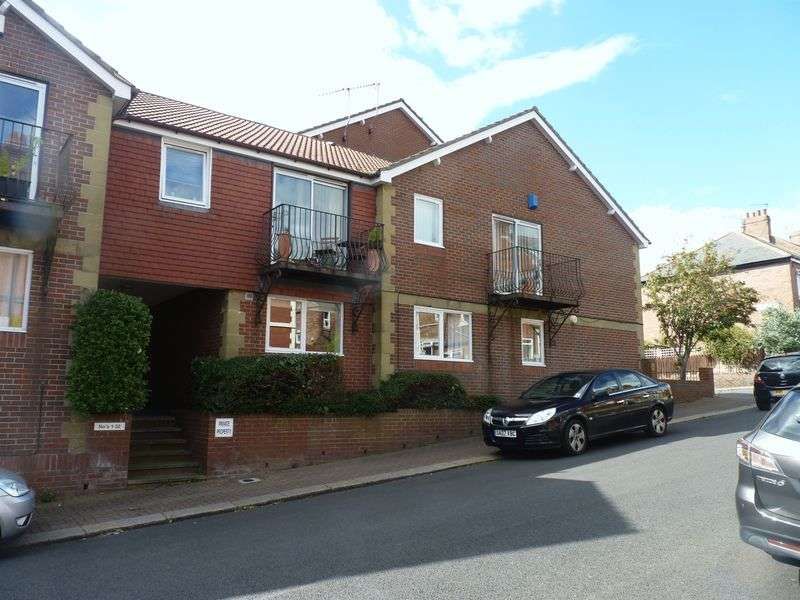 4 Bedrooms Flat for rent in Deneside Court, Newcastle Upon Tyne
