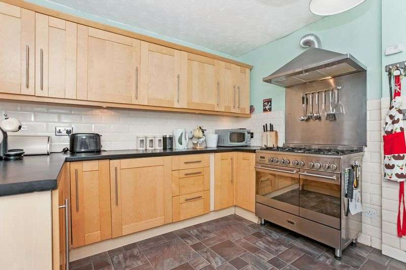 3 Bedrooms Terraced House for sale in Rosy Row, Parkneuk, Dunfermline