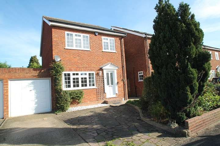 3 Bedrooms Detached House for sale in Green Lane, Staines-Upon-Thames, TW18