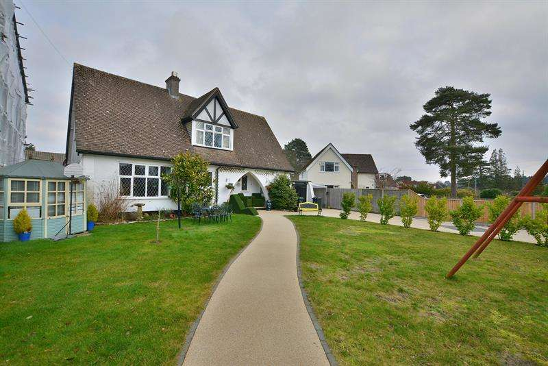 3 Bedrooms House for sale in Fernlea Avenue, Ferndown