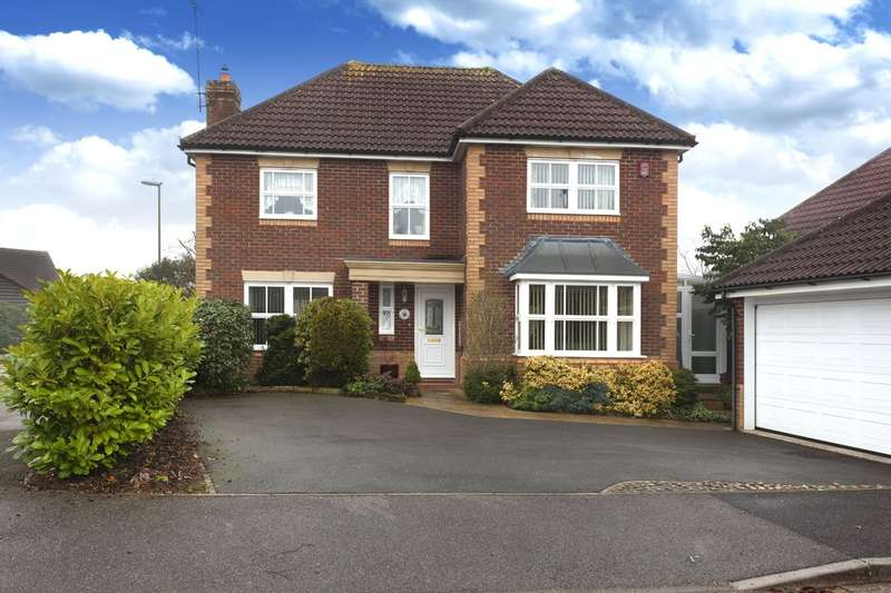 4 Bedrooms Detached House for sale in Britten Close, Horsham