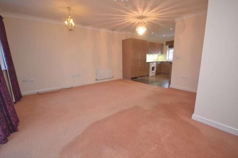 3 Bedrooms Semi Detached House for rent in Wyatt Crescent, Earley