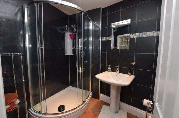 2 Bedrooms Flat for sale in Morton Crescent, Exmouth, Devon
