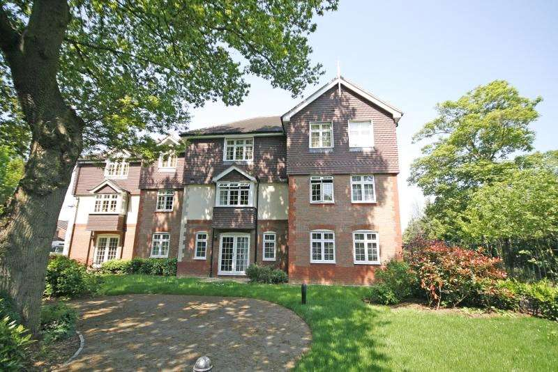 2 Bedrooms Apartment Flat for sale in The Quadrant, Brighton Road, Addlestone, Surrey, KT15