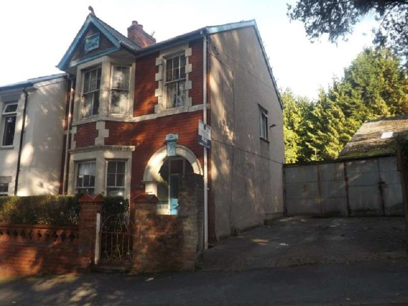 3 Bedrooms End Of Terrace House for sale in Woodland Road, Newport, Gwent. NP19 8LS