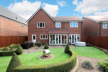 5 Bedrooms Detached House for sale in Patterdale Grove, Wickersley, Rotherham, South Yorkshire