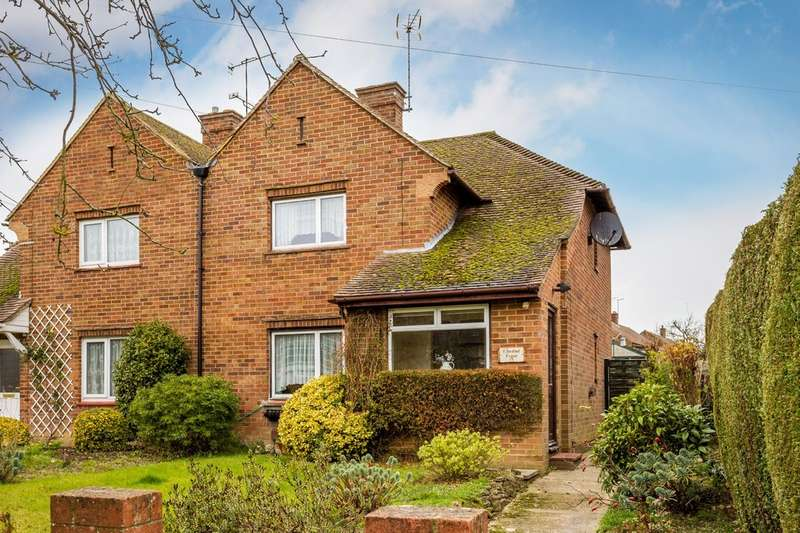 3 Bedrooms Semi Detached House for sale in Chestnut Copse, Hurst Green