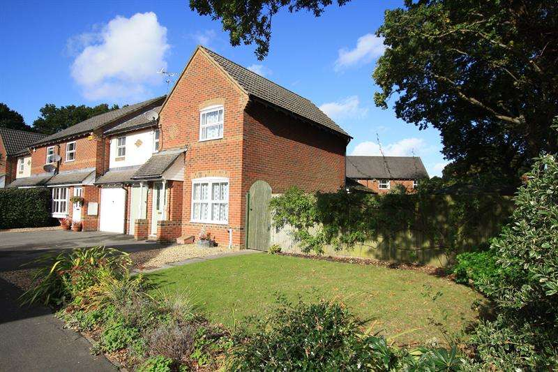 3 Bedrooms End Of Terrace House for sale in Egdon Close, Ferndown