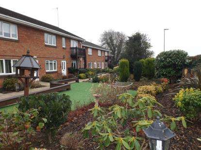 2 Bedrooms Flat for sale in Beauchamp Gardens, Smeeton Road, Leicester, Leicestershire