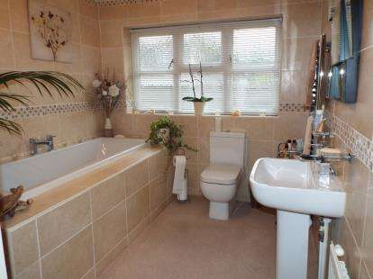 4 Bedrooms Bungalow for sale in Tolleshunt Knights, Maldon, Essex