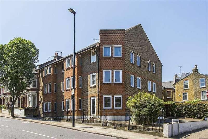 2 Bedrooms Flat for sale in Battersea Heights, Battersea, London, SW11