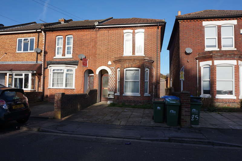 6 Bedrooms Detached House for rent in Avenue Road ,
