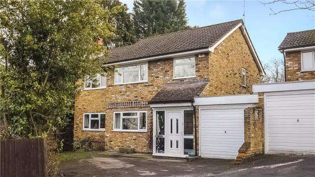 4 Bedrooms Detached House for sale in Mickle Hill, Little Sandhurst, Berkshire