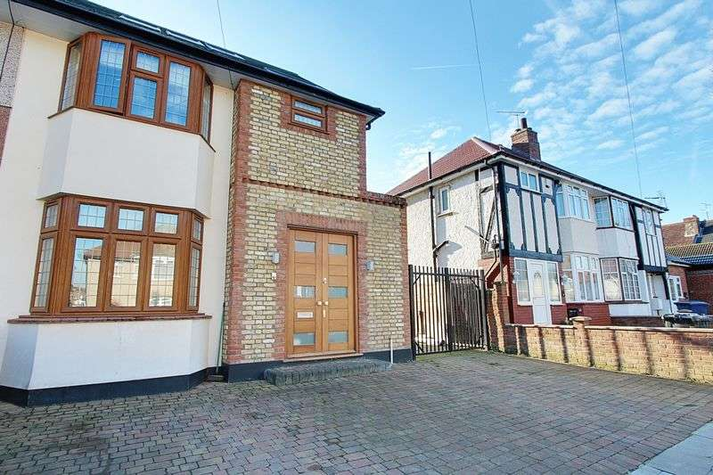 4 Bedrooms Semi Detached House for sale in Braund Avenue, Greenford