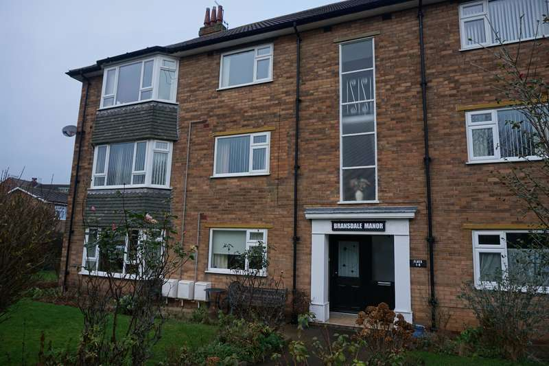 2 Bedrooms Flat for sale in Bransdale Manor, Givendale Road, Scarborough, YO12 6LF