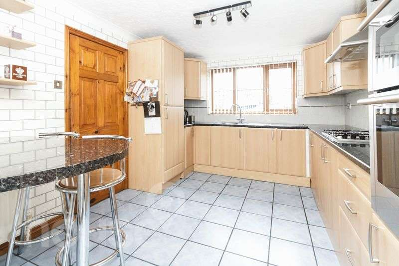 5 Bedrooms Detached House for sale in Waverley Avenue, Minster on Sea