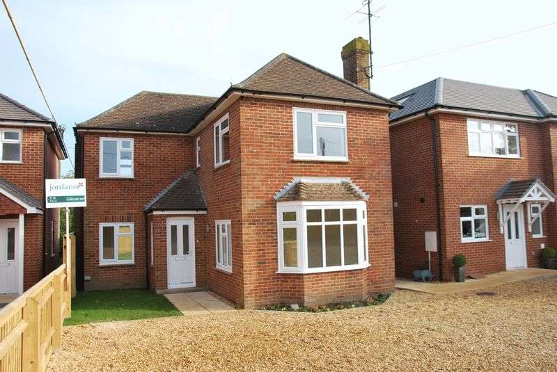 3 Bedrooms Detached House for sale in Plot 2, Meads Road, Durrington