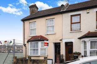 3 Bedrooms Terraced House for sale in Howley Road, Croydon