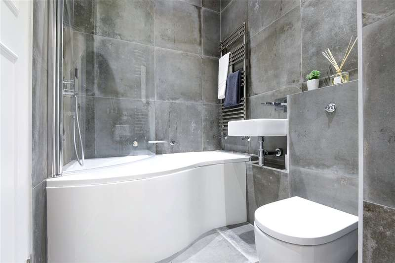 3 Bedrooms Apartment Flat for sale in Eastcote Place, Pinner, Middlesex, HA5