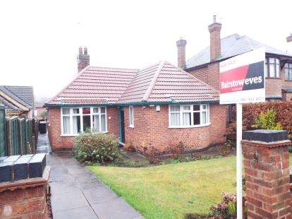 2 Bedrooms Bungalow for sale in Hillside Road, Beeston, Nottingham