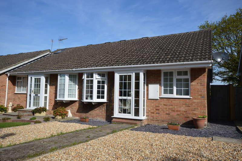 2 Bedrooms Detached House for sale in Homewood Close, New Milton