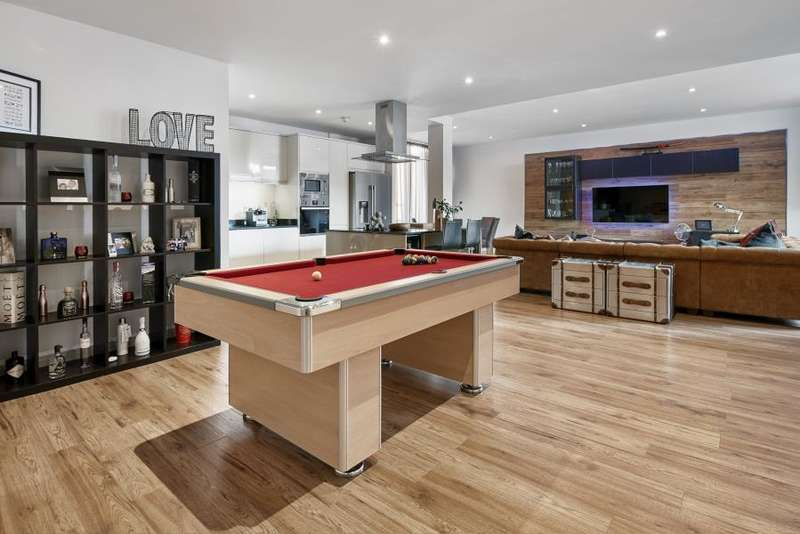 2 Bedrooms Flat for sale in Corona Building, Canary Wharf, E14