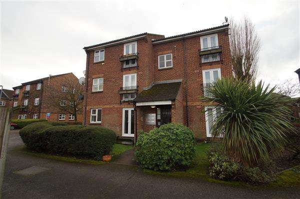 2 Bedrooms Apartment Flat for sale in Boveney Close, Windsor Meadows, Cippenham