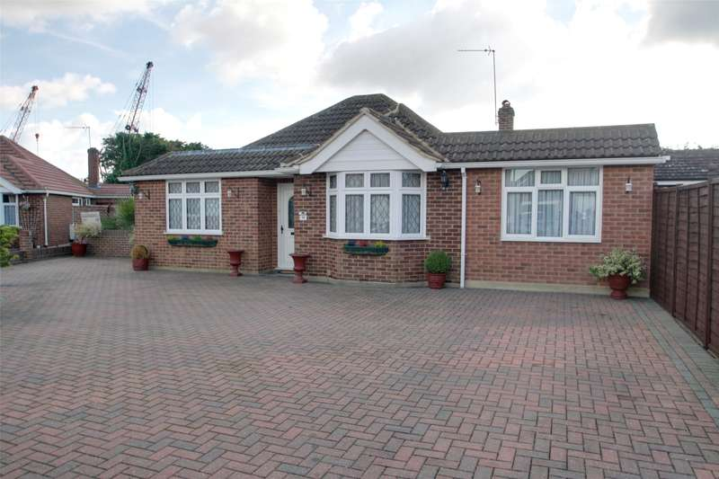 4 Bedrooms Detached Bungalow for sale in Fordbridge Close, Chertsey, Surrey, KT16