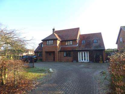 6 Bedrooms Detached House for sale in Portland Drive, Willen, Milton Keynes, Buckinghamshire