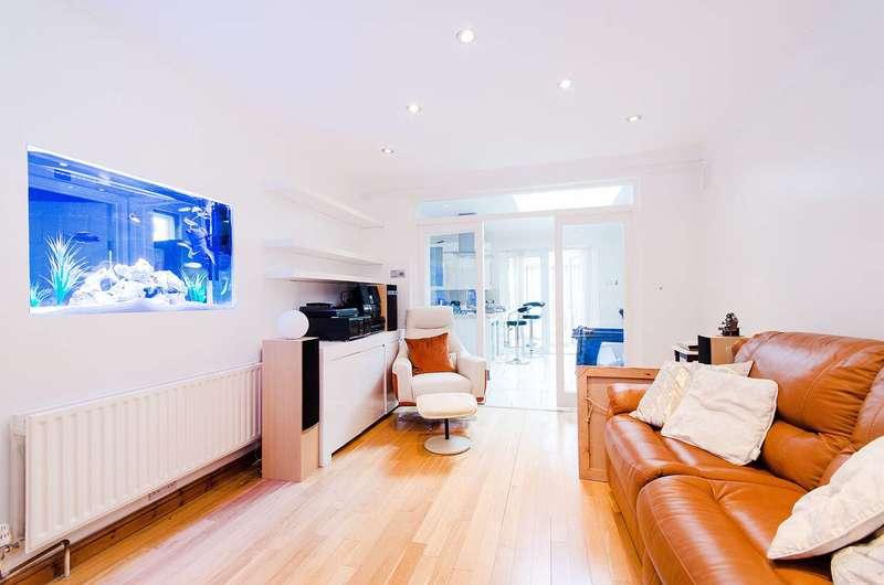 5 Bedrooms House for sale in Stilecroft Gardens, Wembley, HA0