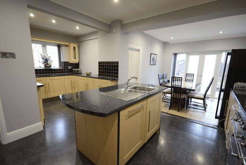 4 Bedrooms Detached House for sale in Broughton Avenue, Bournemouth