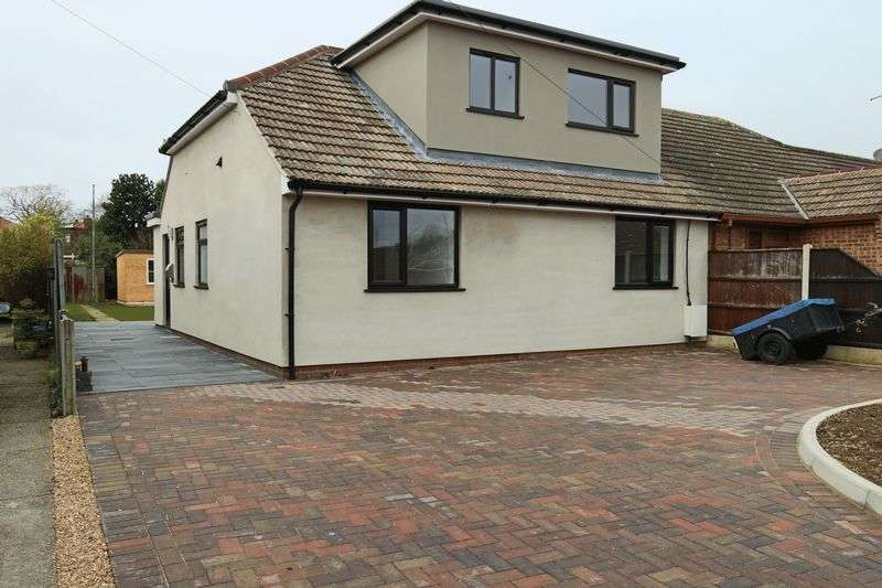 4 Bedrooms Bungalow for sale in Westland Road, Oulton Broad, Lowestoft