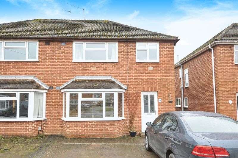 3 Bedrooms Semi Detached House for sale in Norreys Close, Didcot
