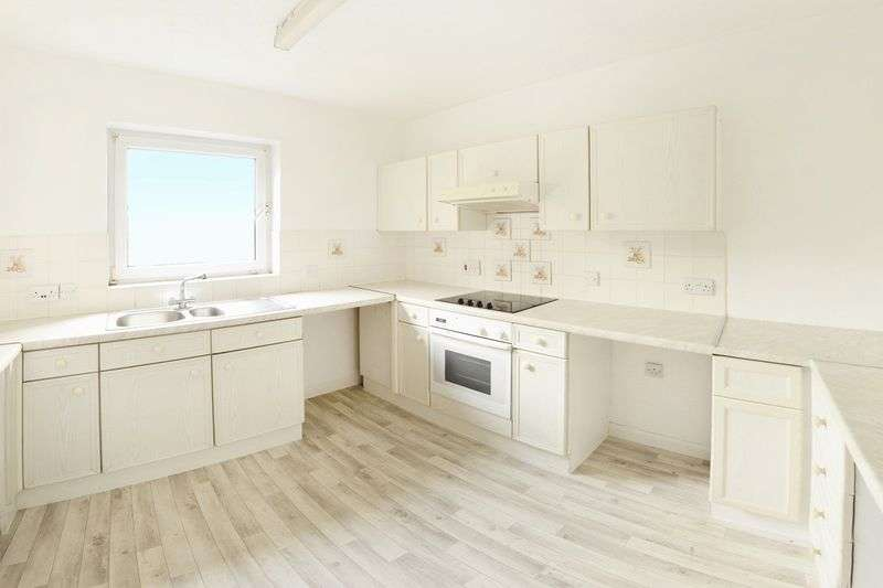 3 Bedrooms Flat for sale in Henchard Court, Dorchester, DT1