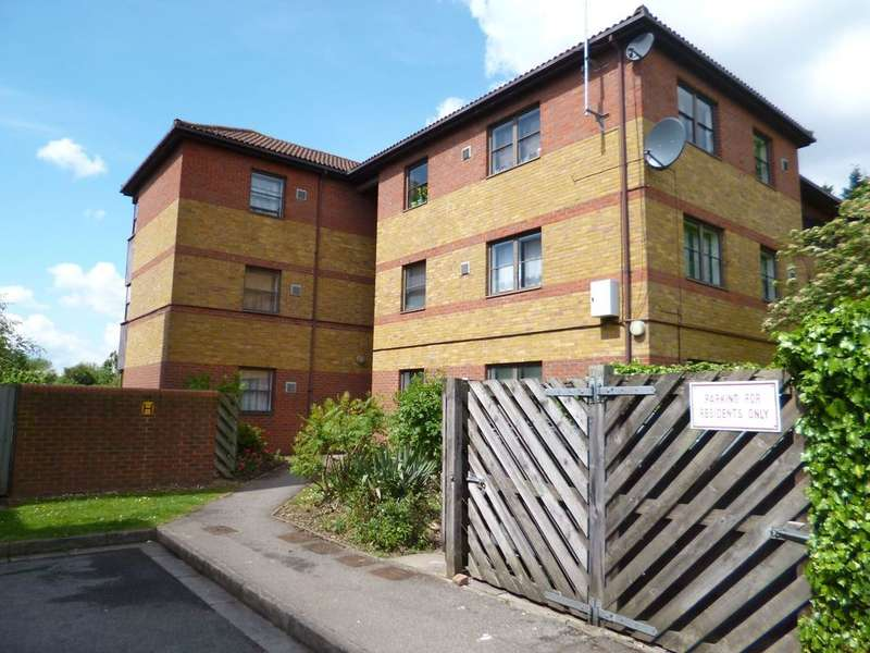1 Bedroom Flat for sale in GIBSON CLOSE, ISLEWORTH