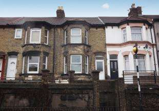 4 Bedrooms Terraced House for sale in Luton Road, Chatham, Kent