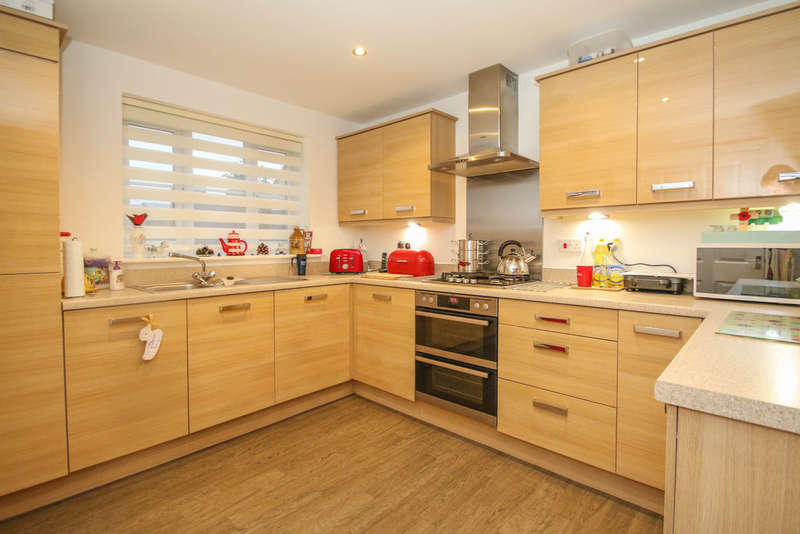 4 Bedrooms Detached House for sale in Britannia Road, Cuddington