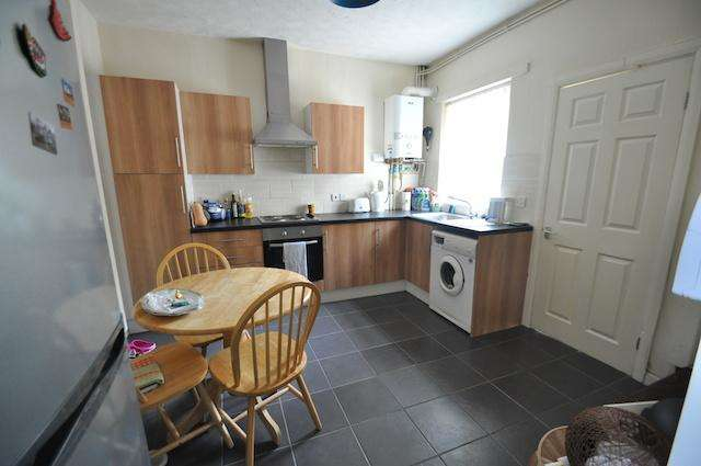 2 Bedrooms Terraced House for sale in Churchill Grove, Alexandra Road, Hull, HU5 2PA