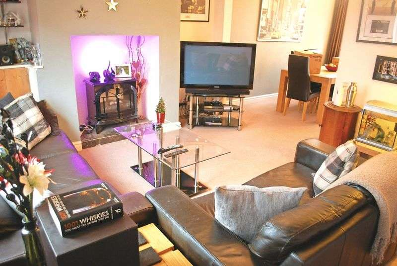 2 Bedrooms Terraced House for sale in Chester Road, Stockport