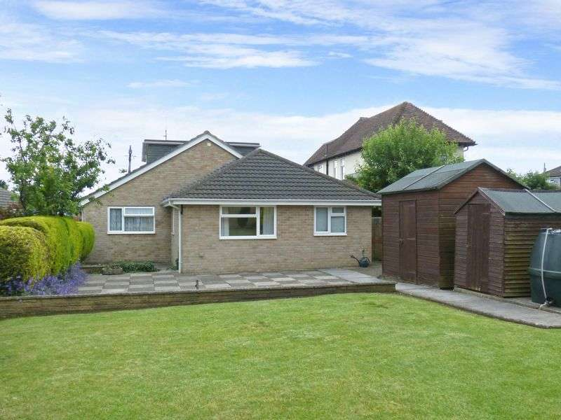 4 Bedrooms Detached Bungalow for sale in Windsor Road, Durrington
