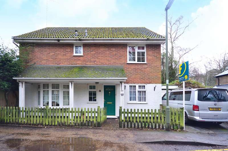 4 Bedrooms Detached House for sale in Horsell Moor, Horsell, GU21