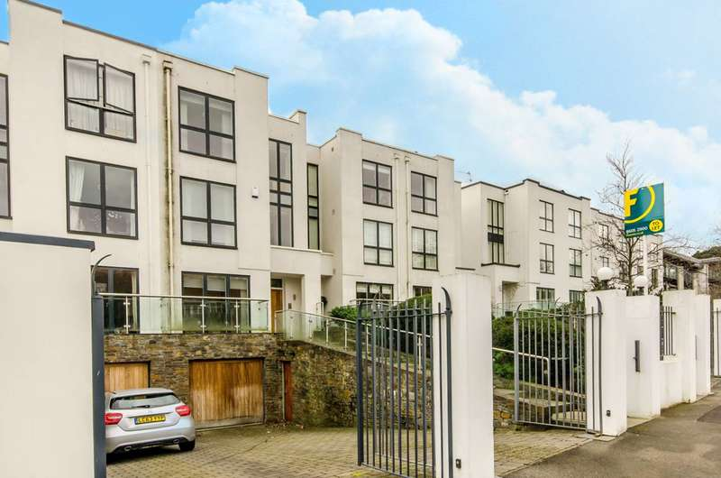 5 Bedrooms House for sale in Queensmere Road, Wimbledon Village, SW19
