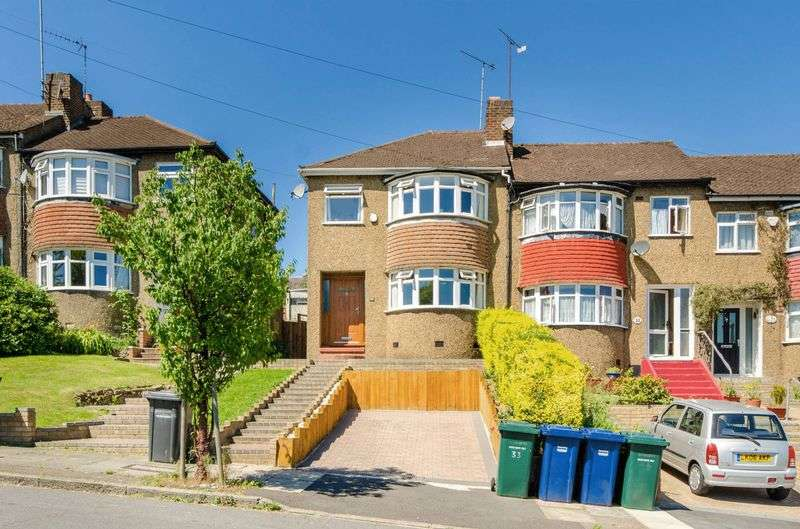 3 Bedrooms Semi Detached House for sale in Rushdene Avenue, Barnet, EN4
