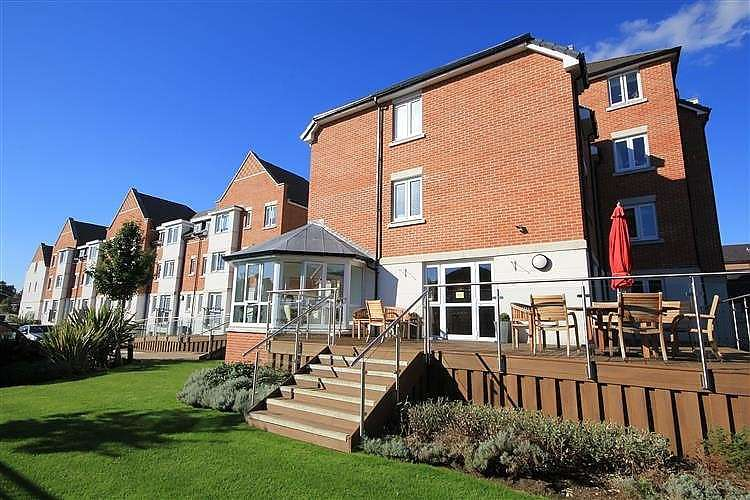 1 Bedroom Retirement Property for sale in Crayshaw Court, Abbotsmead Place, Caversham, Reading, RG4