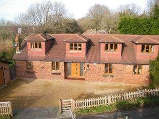 4 Bedrooms Detached House for sale in Hillcrest Road, Biggin Hill, Westerham Kent